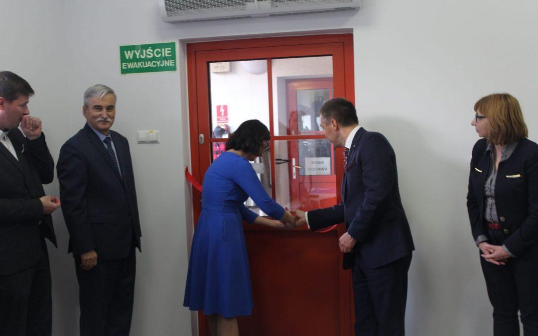 Uroczyste otwarcie Biura Poselskiego w Wołominie komentują lokalne media.