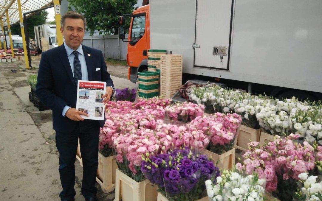 24 maja- Od świtu na Bakalarskiej z Gazetą Poselską w towarzystwie pięknych kwiatów.
